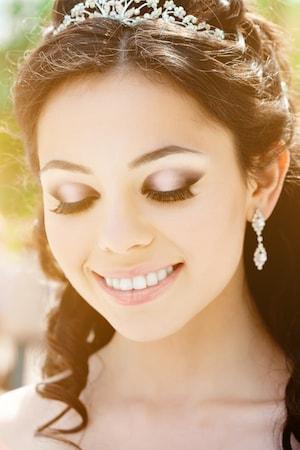 Le visage d'une jolie mariée