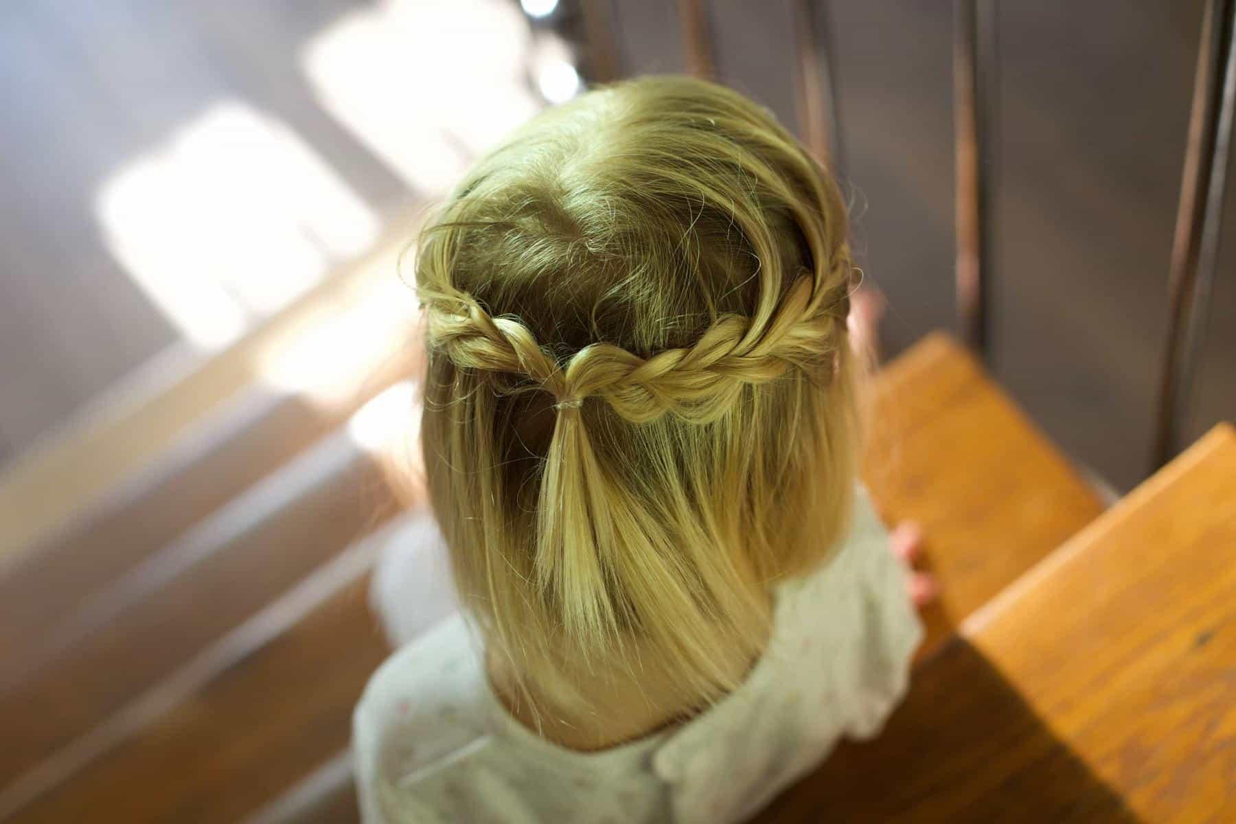 Tresses coiffure enfant