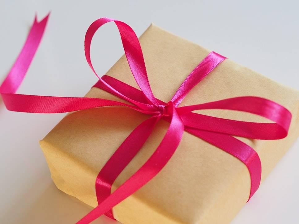 cadeau pour la fête des mères, ruban fuchsia