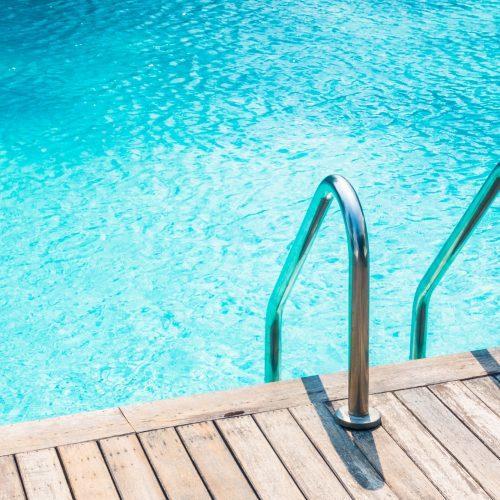Abris de piscine : comment les nettoyer ?