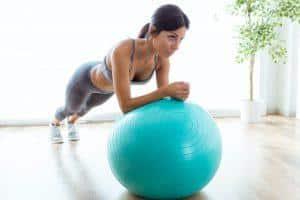 Pilates débutant avec ballon